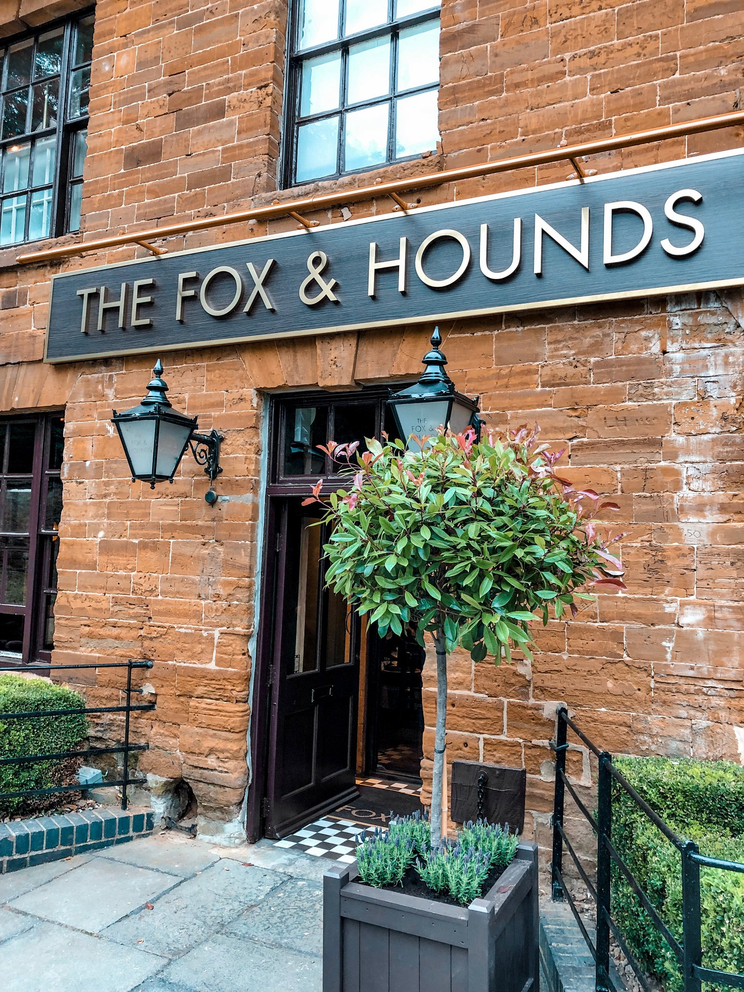 Fox & Hounds | Nicole Navigates
